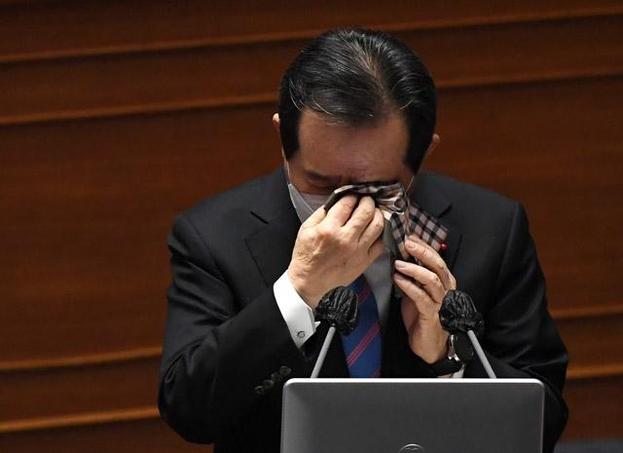 """丁 총리, '자영업 손실 보상'법안 지시 """"개혁 저항군""""장비 부 비난"""
