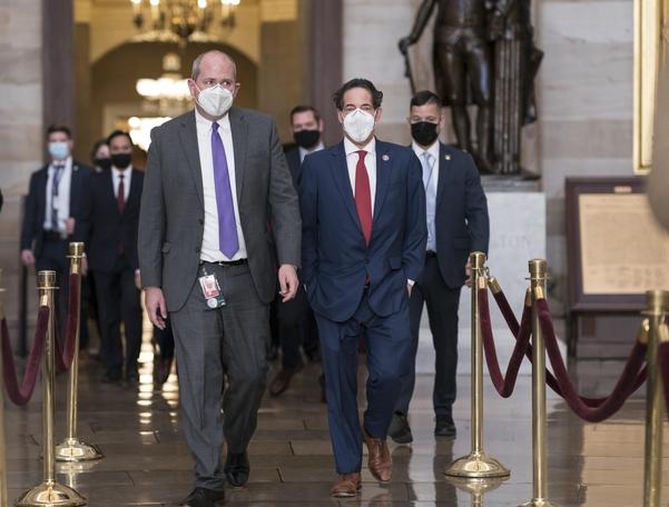 트럼프의 '보는 것은 보이지 않는다'탄핵 재판 … '폭력 램 페이지'는 의회 영상으로 시작