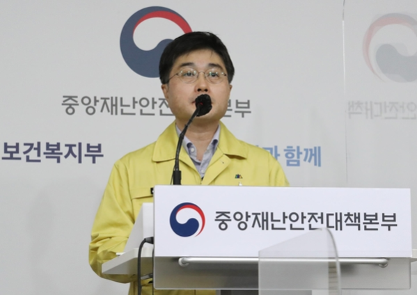 """정부""""3 차 전염병 재 확산 위험… 13 일 거리 조정 발표 예정"""""""