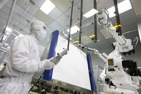 LCD 패널 가격 상승으로 TV 제조원가 부담… 삼성 크라이, LG 스마일