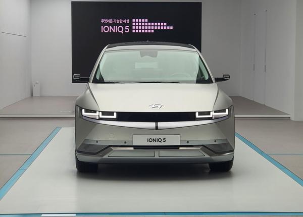현대 자동차 '아이 오닉 5'첫 공개 … 작지만 넓은 인테리어