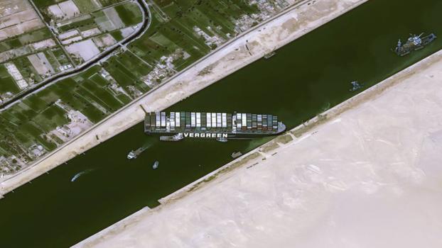 [줌인] 수에즈 운하 위기에서 9000km 우회로를 검토하는 해운 회사
