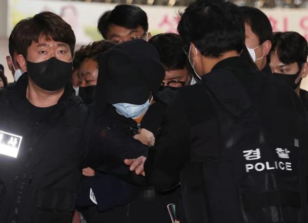 경찰은 노원의 세 엄마와 딸 살해 혐의로 체포 영장을 신청했다