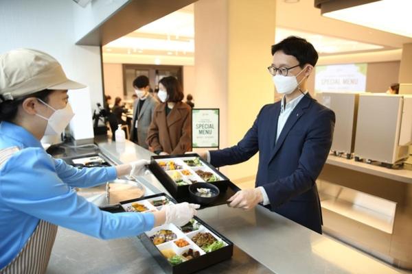 웰 스토리 · 아우 홈 · 그린 푸드 … 범 삼성 · LG · 현대 '스 와이프'외식 서비스 오픈-조선 비즈> 유통> 식품