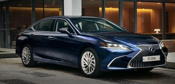 Lexus는 일본 매출의 절반에서도 잘 팔립니다.