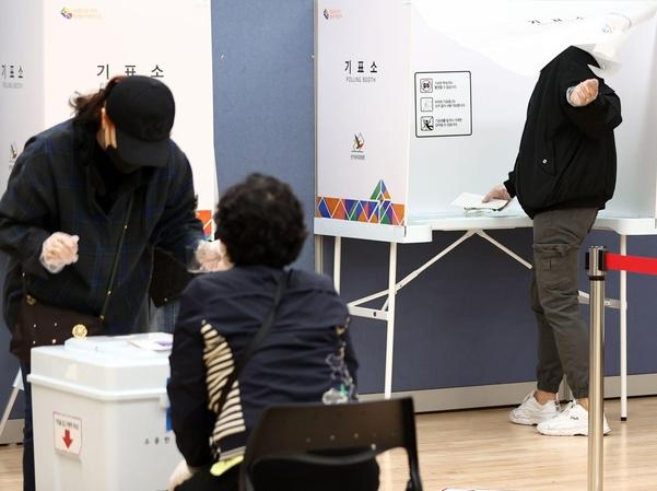 속보] 4·7 재보궐 투표 시작…오전 7시 투표율 1.5% - Chosunbiz > 시사