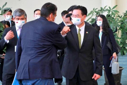 """대만""""중국이 공격하면 끝까지 싸운다""""… 중국, 매일 무장 시위"""
