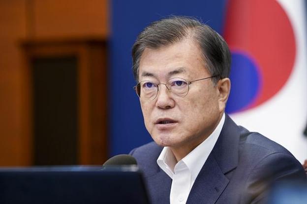 문재인 대통령이 5일 청와대에서 열린 수석·보좌관 회의에서 발언하고 있다. /연합뉴스