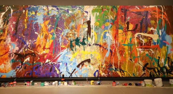 지난달 한 관람객의 낙서로 훼손된 미국 화가 존원의 그림 '무제'. 가운데 초록색 부분이 낙서다. /연합뉴스