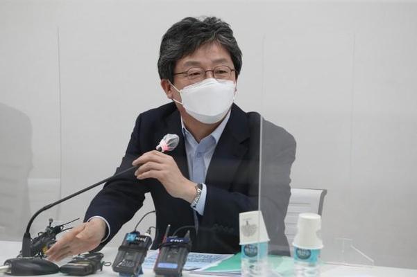 국민의힘 유승민 전 의원이 8일 서울 마포구 현대빌딩에서 열린 '더 좋은 세상으로(마포포럼)' 세미나에서 발언하고 있다. /연합뉴스