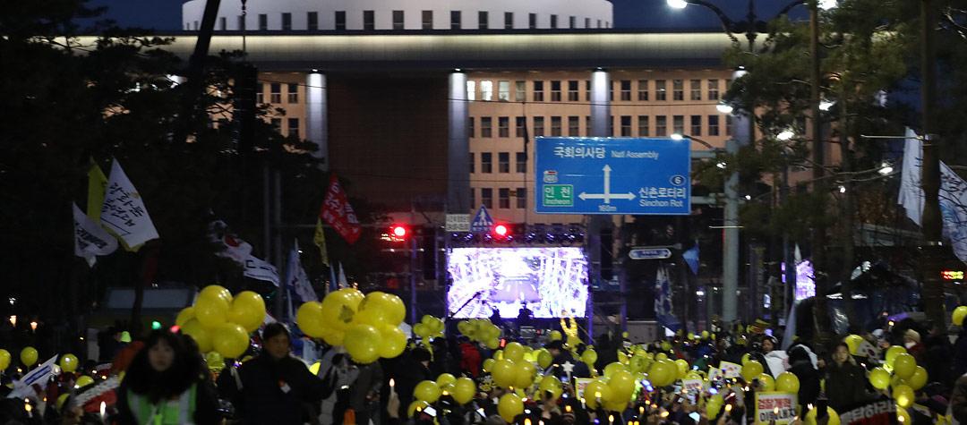 여의도 여전히 '검찰개혁' 촛불 집회…'공수처 설치하라'
